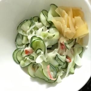 キャベツときゅうりとカニカマのサラダ