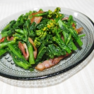 彩りきれい!菜の花とベーコンのごま油炒め