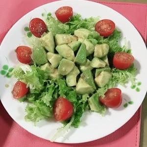 和食にも合う!ワサビドレッシングのアボカドサラダ