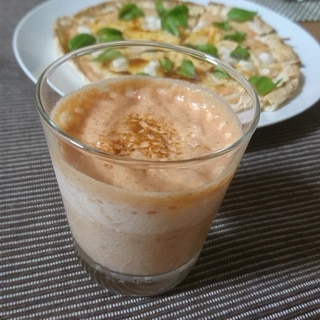 野菜ジュースと牛乳のスープ