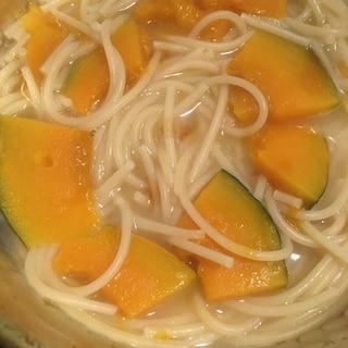 鍋一つで作る、カボチャのホワイトスープパスタ