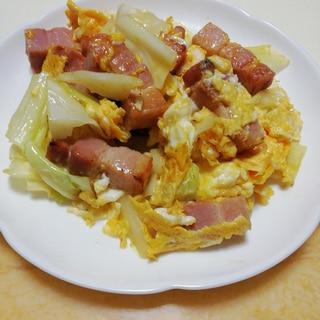 厚切りベーコンとキャベツの卵炒め