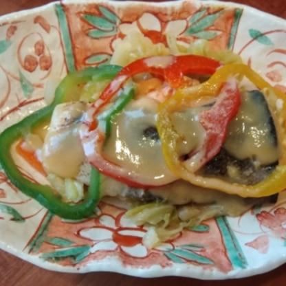 作り方はシンプルなのに、めっちゃ味わい深いです♪鮭が大好きなので、今後もぜひ作りたいです(n*´ω`*n)尚、パプリカ3色を使って可愛くしてみました★(笑)