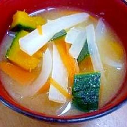 *今日のお味噌汁*かぼちゃ・大根・人参・新玉ねぎ