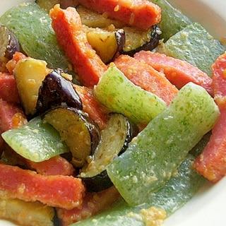緑の刺身こんにゃく&赤い薩摩揚げ❤田楽な炒め物♪