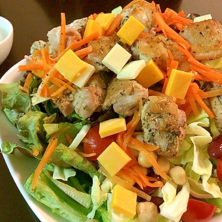 ガッツリ!鶏肉のカリカリ焼きボリューミーなサラダ