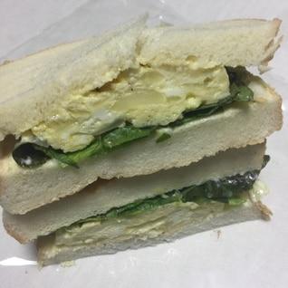 新玉ねぎの卵焼きでサンドイッチ
