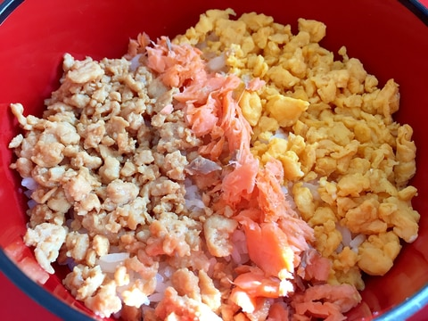 鶏スープで炊いたご飯で☆3色そぼろ丼