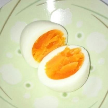 簡単にゆで卵が出来て感激です!好みの固さに仕上げるのはまだ難しいので、何度も作って試してみます♪