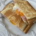 卵とチーズがとろーり、ホットサンド