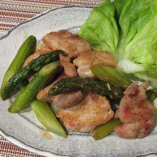 鶏もも肉とアスパラのにんにく醤油炒め
