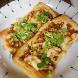 お揚げの納豆キムチピザ