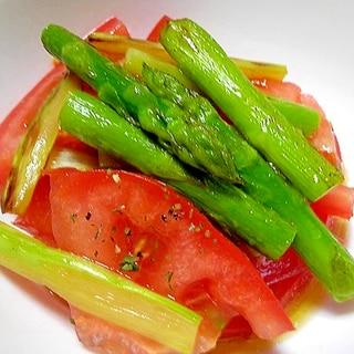 トマトとアスパラガスのオリーブオイルがけサラダ