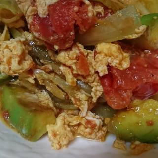 アボカドとトマトの卵とじ