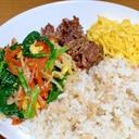 ほうれん草のナムル丼+大麦ごはん