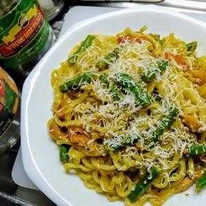にんにくが香るトマトとツナのカレー風味パスタ