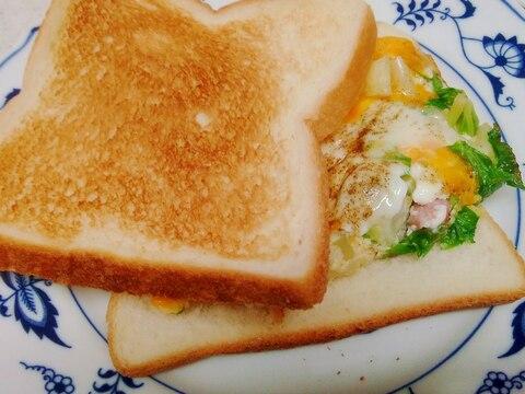 セロリとウインナーの玉子焼サンド