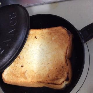 蓋付スキレット(鉄鍋)トースト