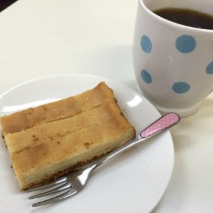 スクエア型で焼いてみました( ´ ▽ ` )ノ簡単に美味しいチーズケーキが作れて嬉しかったです!また作ります〜!素敵なレシピをありがとうございます。