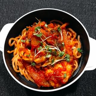 鶏肉のトマト煮で豪華に!お弁当にも◎簡単ナポリタン