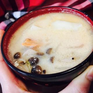 鮭のアラで簡単・美味しい粕汁