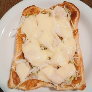 カレーとサラダチキンのチーズトースト