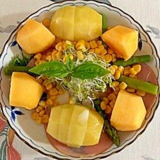 ロースハム、スイートコーン、柿、キウイのサラダ