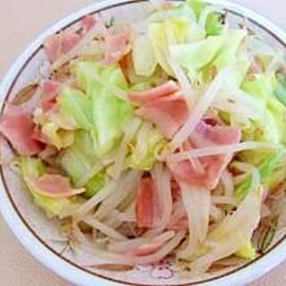 キャベツともやしの野菜炒め