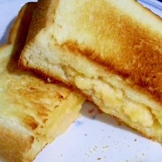 明太ポテトとチーズのホットサンド!