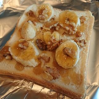 バナナとくるみのハニートースト