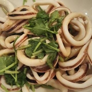 イカとパクチーのサラダ