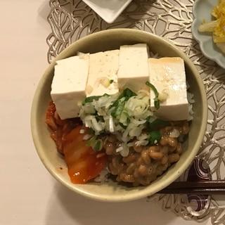 ヘルシーでも満足☆お豆腐丼