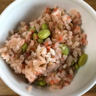 食物繊維!高タンパク!ごま香る鮭枝豆ご飯