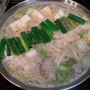 冬にピッタリ★自家製スープのニンニクたっぷりもつ鍋