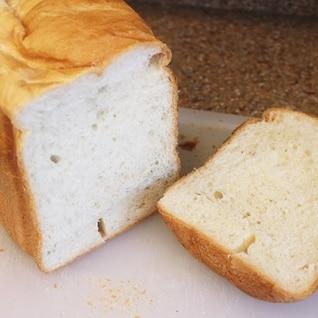 ホームベーカリーでバターたっぷりリッチ食パン
