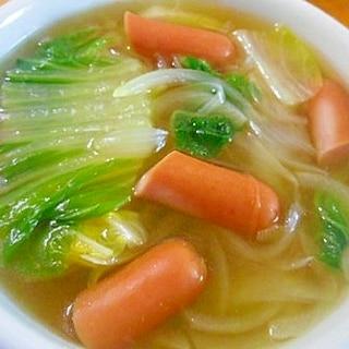 白菜・玉ねぎ・ウインナーのコンソメスープ
