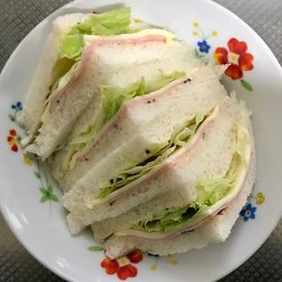 ハムチーズレタスサンドイッチ