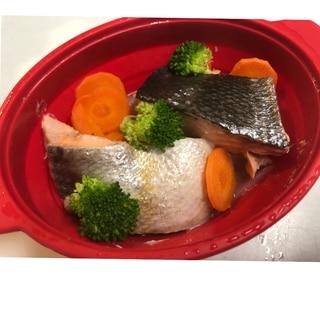 シリコンスチーマーで簡単!秋鮭と野菜の蒸し焼き