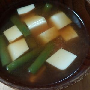 いんげんと豆腐の味噌汁