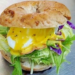 エッグベネディク ベーグルトサンドイッチ