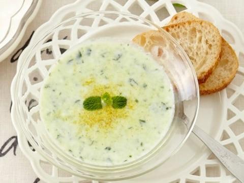 ヨーグルトときゅうりの冷製スープ