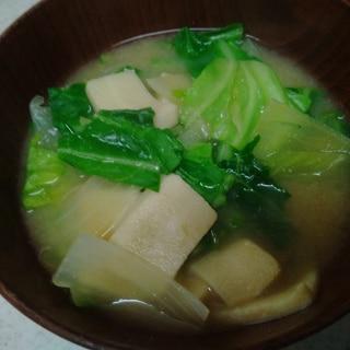 春キャベツと玉葱、高野豆腐の味噌汁