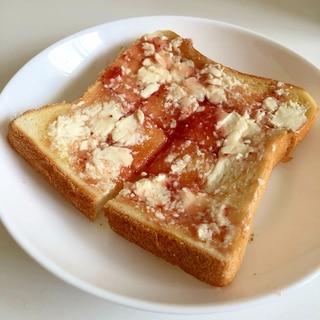 クリームチーズ & いちごジャム トースト ♪