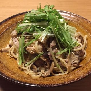柚子胡椒を効かせて☆きのこと豚肉のバター醤油パスタ