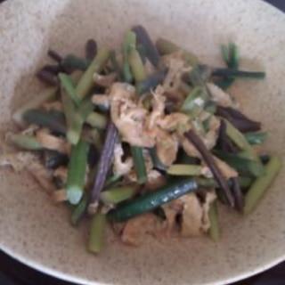 春の味、山菜。蕨(わらび)とふきの炒め物