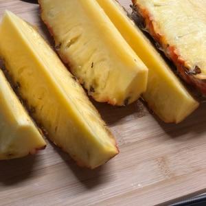 芯まで食べれる台湾パイナップルの切り方
