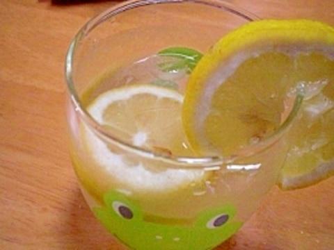 ほんのりレモン味!  「蜂蜜レモン水」  ♪♪