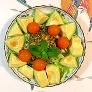 パッションフルーツを入れて、レタス のサラダ