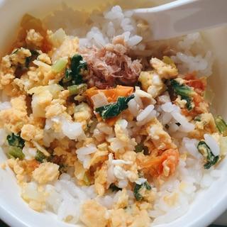 離乳食〜小松菜&ネギ&プチトマトの卵焼き♡納豆のせ