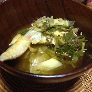 ヨモギの鳥手羽スープ